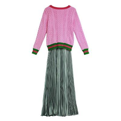 El estilo de Claire - glitter detail pink knit top_pleats long skirt silver