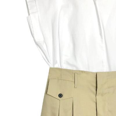 Plastic Island - snap button sleeveless blouse & L' vir - chino pants beige